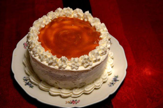 Die glutenfreie Apfel-Karamell-Torte ist die perfekte Herbsttorte! Äpfel und Karamell vereint in einer cremigen Torte.