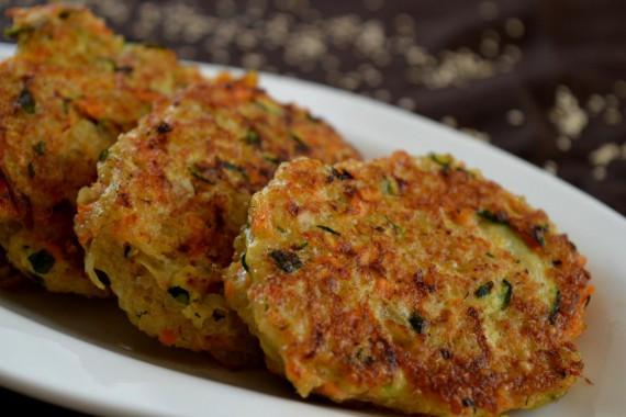 Die Quinoa-Bratlinge sind nicht nur super schnell gemacht, sie schmecken auch noch super lecker.