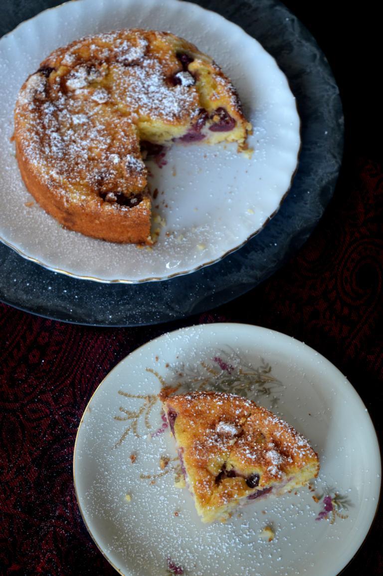 Der Kirsch-Grieß-Kuchen schmeckt lecker und ist super einfach und super schnell gemacht! Einfach lecker!!