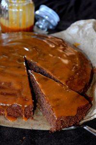 Schoko-Karamell-Kuchen aufgeschnitten