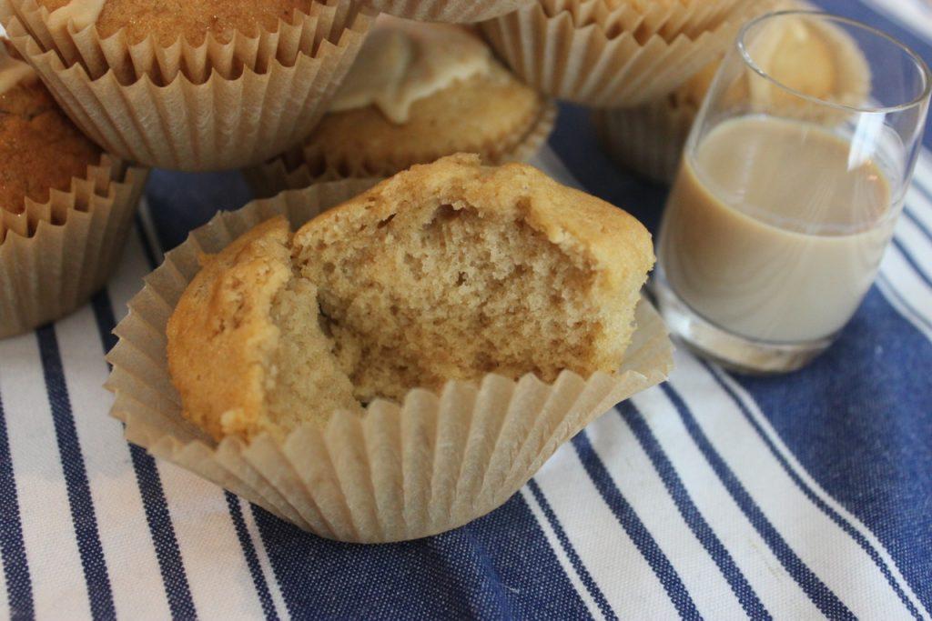 Sonja zeigt dir wie du schnelle Baileys-Muffins zubereiten kannst. Wahnsinnig lecker!